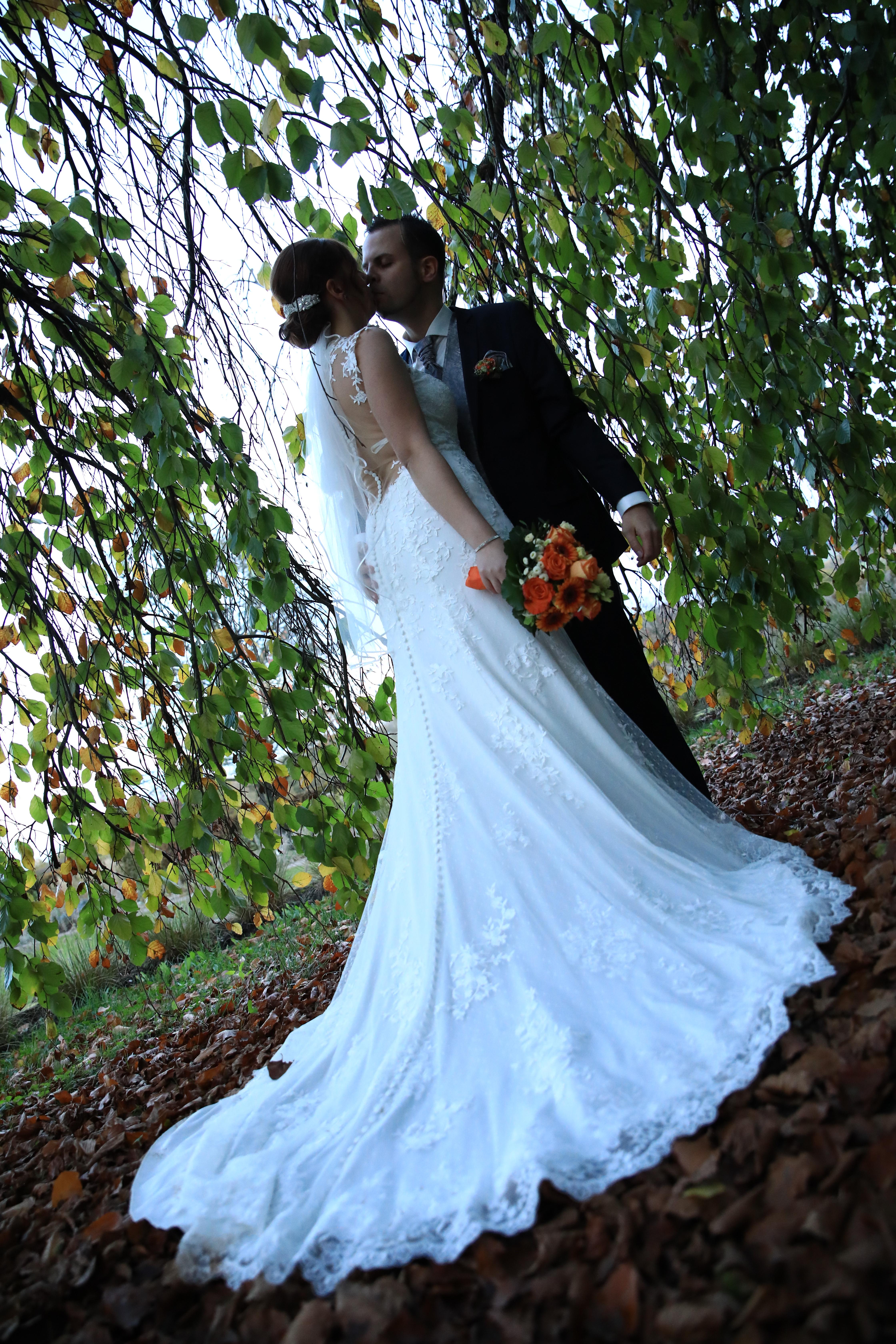Atemberaubend Brautkleid Im Unteren Rücken Zeitgenössisch ...