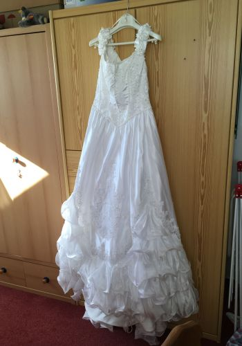 Second Hand Brautkleid | La Sposa / St. Patrick / Pronovias | A-Linie | Gr. 42